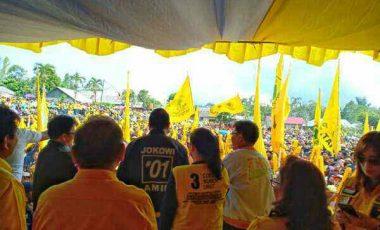 Ribuan Massa Golkar Padati Lapangan Woloan