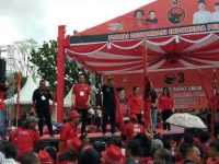 Massa PDIP 'Merahkan' Kota Manado